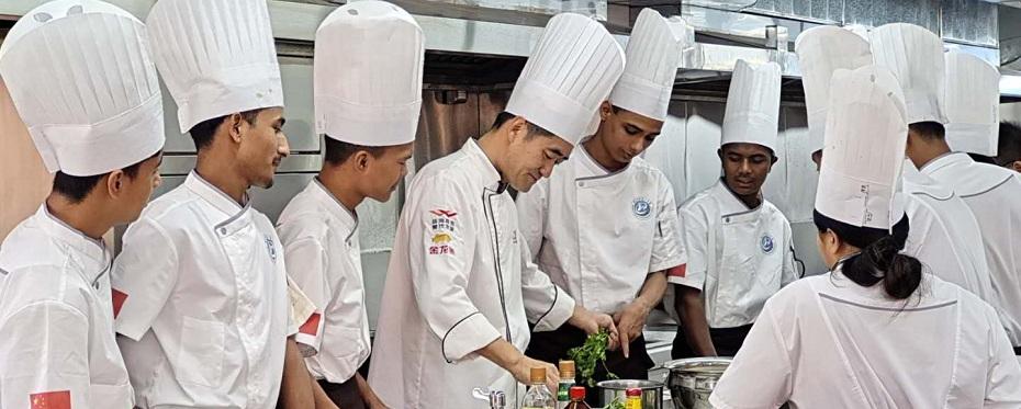 海南省今年首个教育部教育援外(面向尼泊尔中式烹饪职业技能培养)项目在我校举行